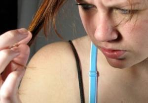 Ist das Glätten von Haaren schädlich?