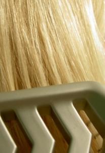 Blonde lange Haare pflegen